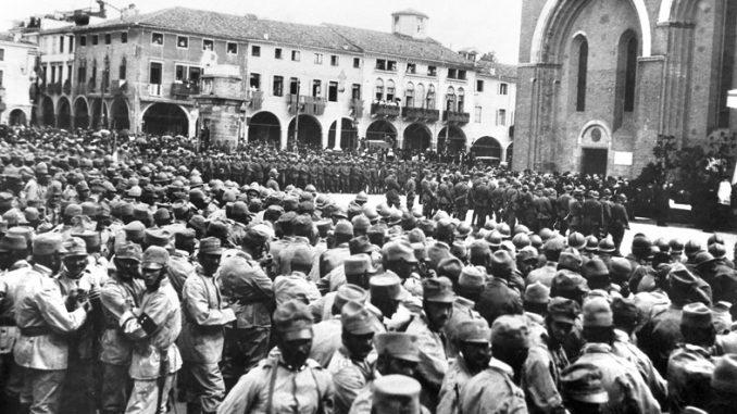 Festeggiamenti in onore della Brigata Padova nell'agosto 1918